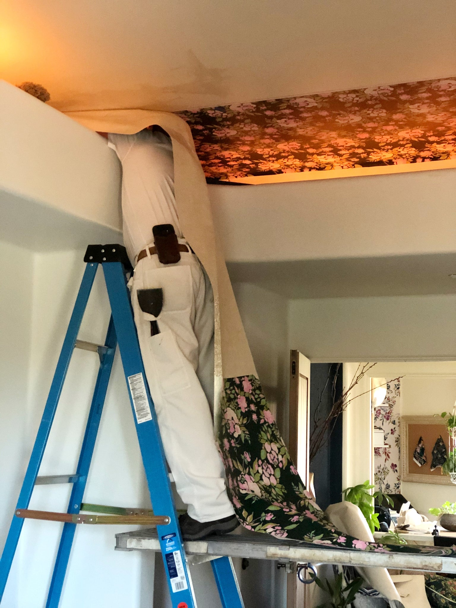 wallpaper being installed