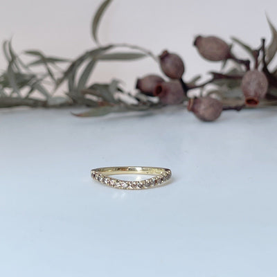 """Wave"" Soft Curve Champagne Diamond Gold Fitted Band Ring JasonRee"