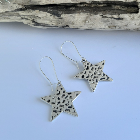 Silver star hammered earrings