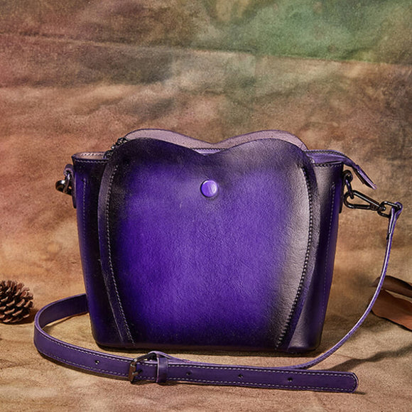 Solid color crossbody bag with wavy edges