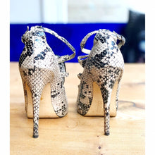 Load image into Gallery viewer, Exquisite preloved snakeskin leathe heels