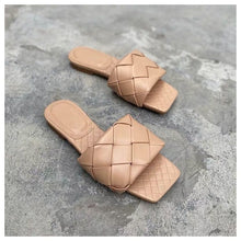 Load image into Gallery viewer, Gorgeous Designer Chic woven square toe sliders