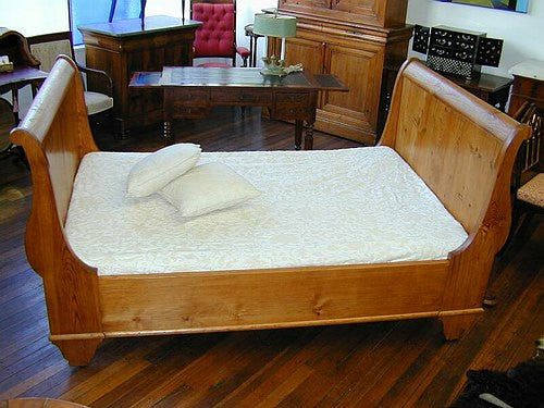 TB0055: Antique Sleigh Bed