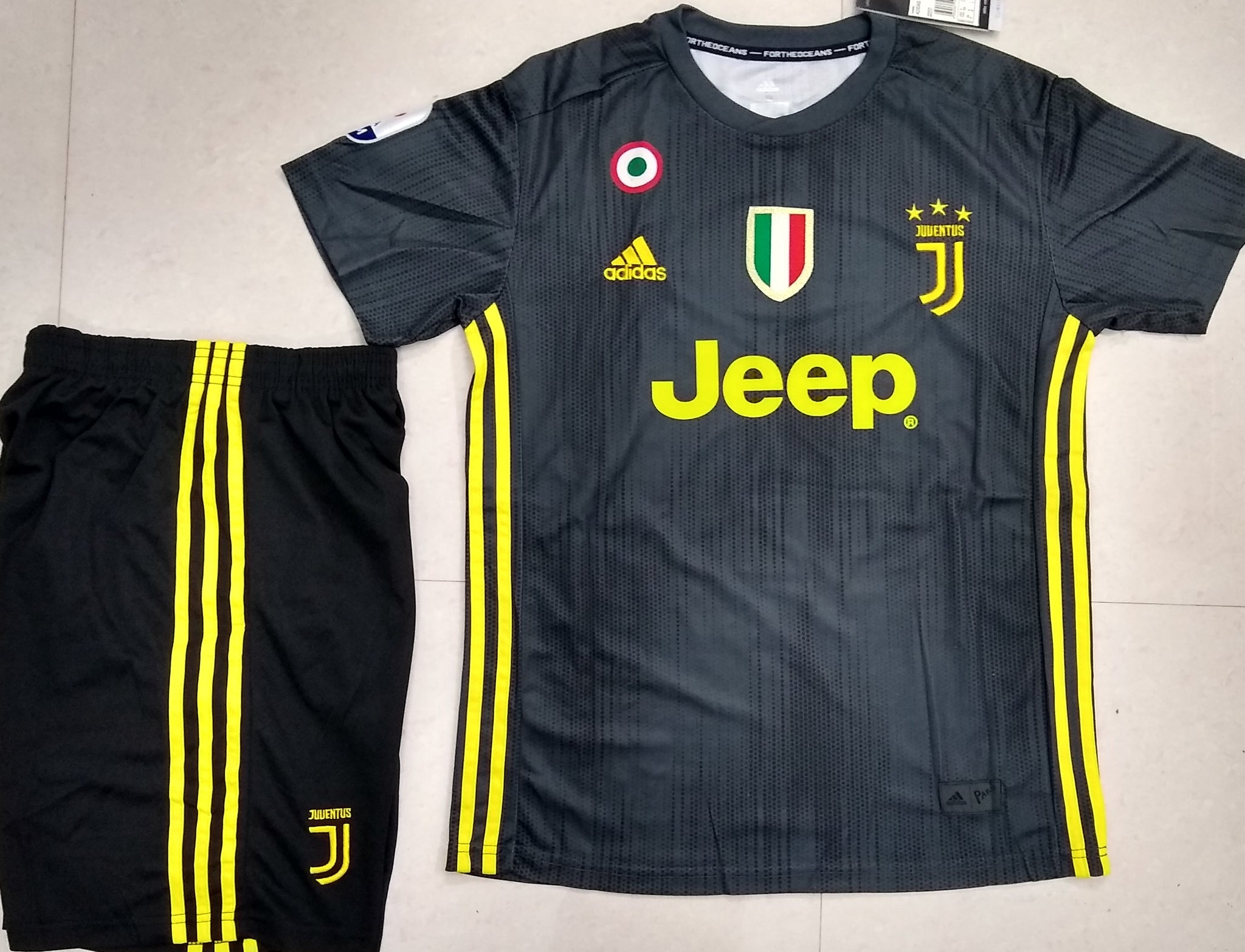 83082b9ad ... Original Ronaldo Juventus Premium 3rd Jersey   Shorts  Optional  2018-19(with  ...