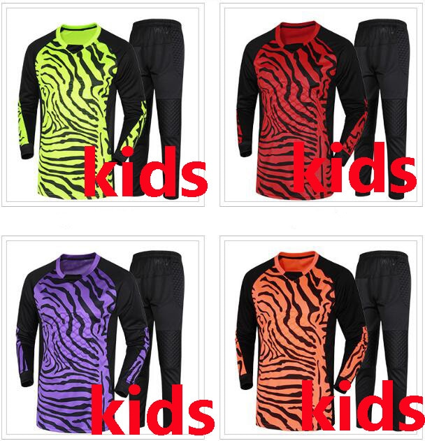 Kids kit Football Goalkeeper Clothing 2017 Soccer Jerseys Sets Long Sleeve Sponge Protector Football Doorkeepers Uniforms kits