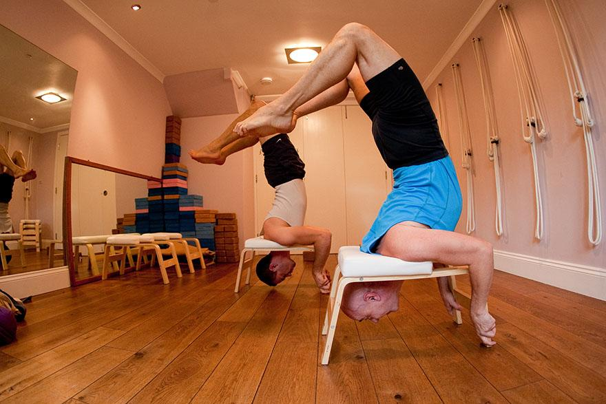 Yoga-legend Alaric Newcombe (Iyengar Senior III) is thrilled about the FeetUp Trainer!