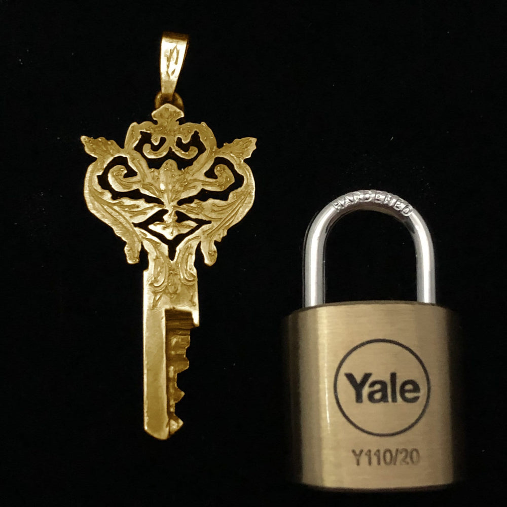 chastity-shop 14 carat yellow gold Le Baroque with padlock