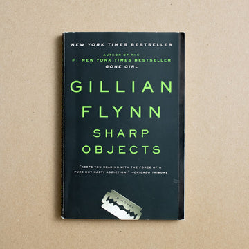 Sharp Objects by Gillian Flynn, Broadway Books, Trade Softcover from A GOOD USED BOOK.