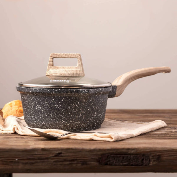Essential Woody saucepan with lid from side