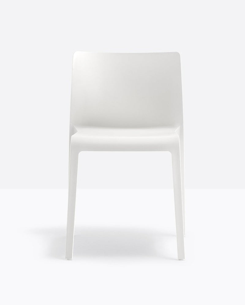 WHITE OUTDOOR GARDEN CHAIR