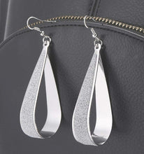 Load image into Gallery viewer, BEAUTIFUL STYLISH EARRINGS