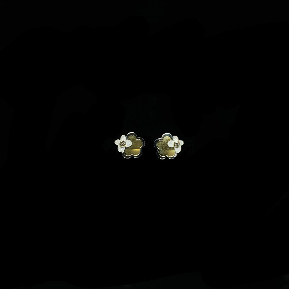 White & Yellow Gold Flowers