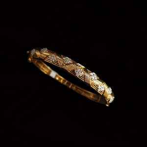 Load image into Gallery viewer, Italian Gold Bangle