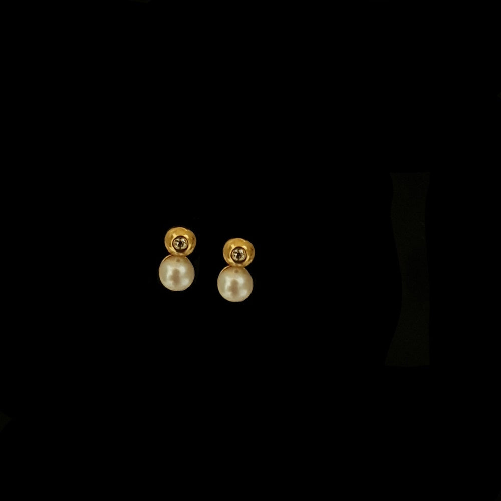 Gold and Pearl Earring