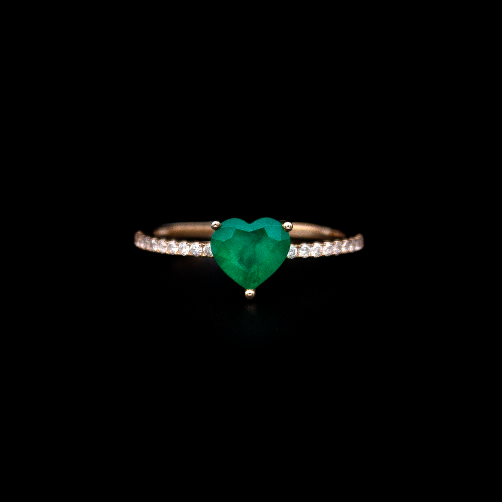Load image into Gallery viewer, Heart shape Emerald Ring