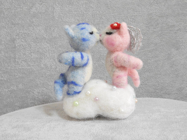 Needle felted kitty couple, miniature ,needle felted cat, Fiber Art, Home Decor, Felted Animal, Needle Felting, Soft Sculpture, handmade gif