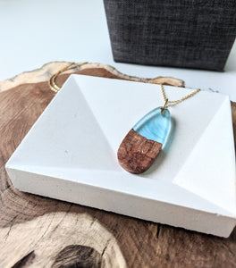 Wood and Resin Oval Blue Necklace