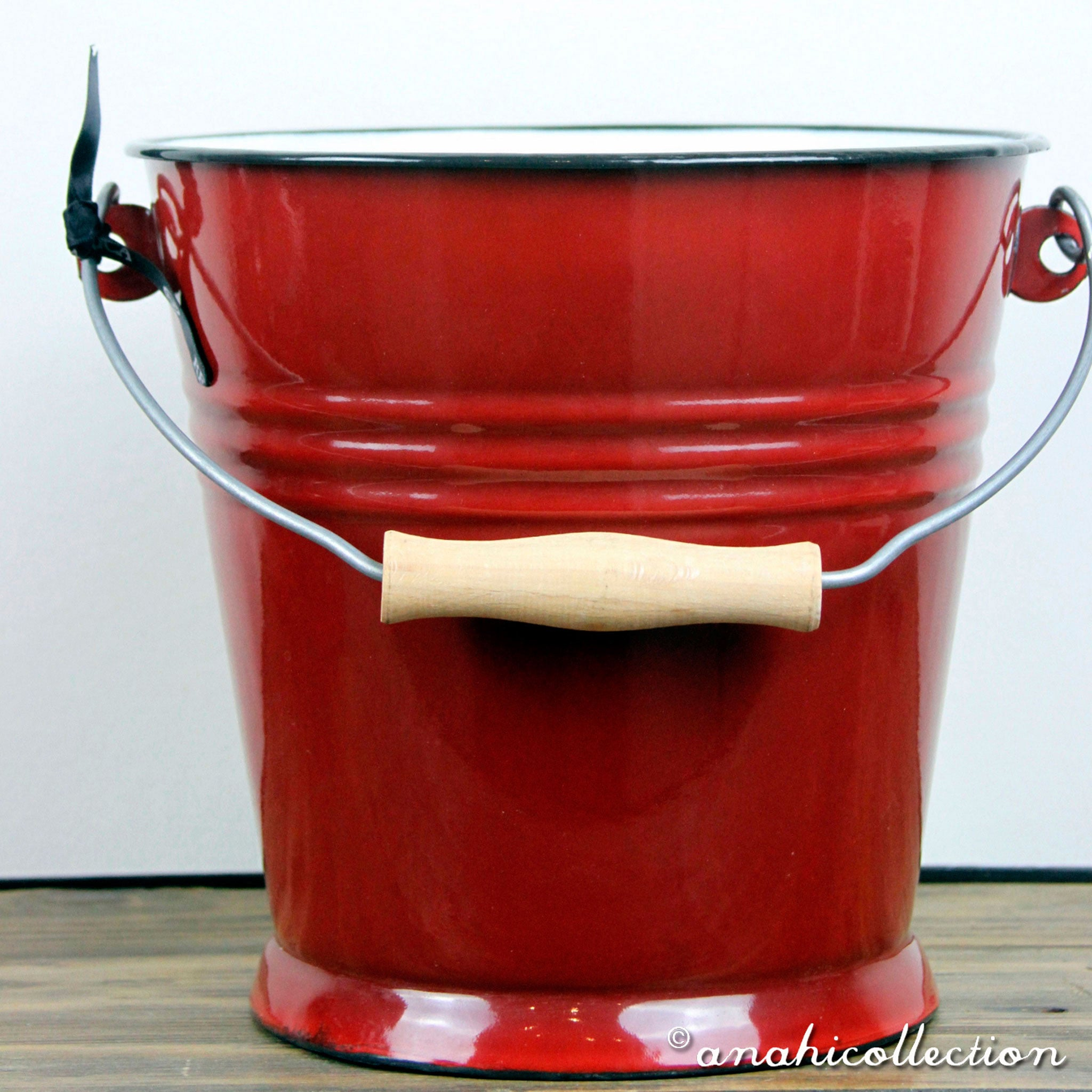 Traditional Spanish Bucket