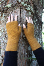 Load image into Gallery viewer, Alpaca Wool Dash Fingerless Mitten - Lothlorian Knitwear