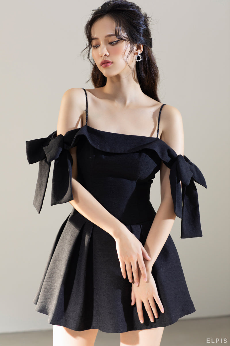 Off-shoulder Mini dress featuring square neckline, bow detailing, spaghetti traps | FW20D49