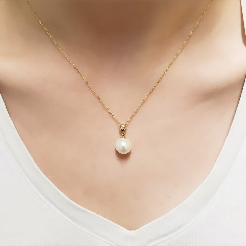 14kt Yellow Gold Diamond and Pearl Necklace