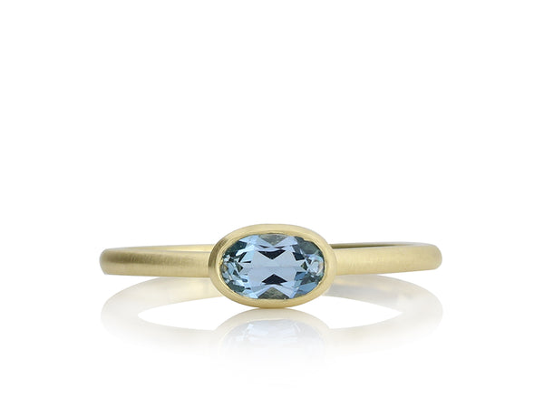 Goldring mit Aquamarin, oval