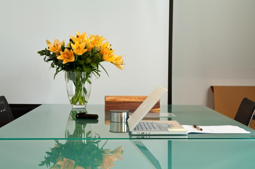 Gifting Flower to Colleague? Flower Etiquette at Your Workplace
