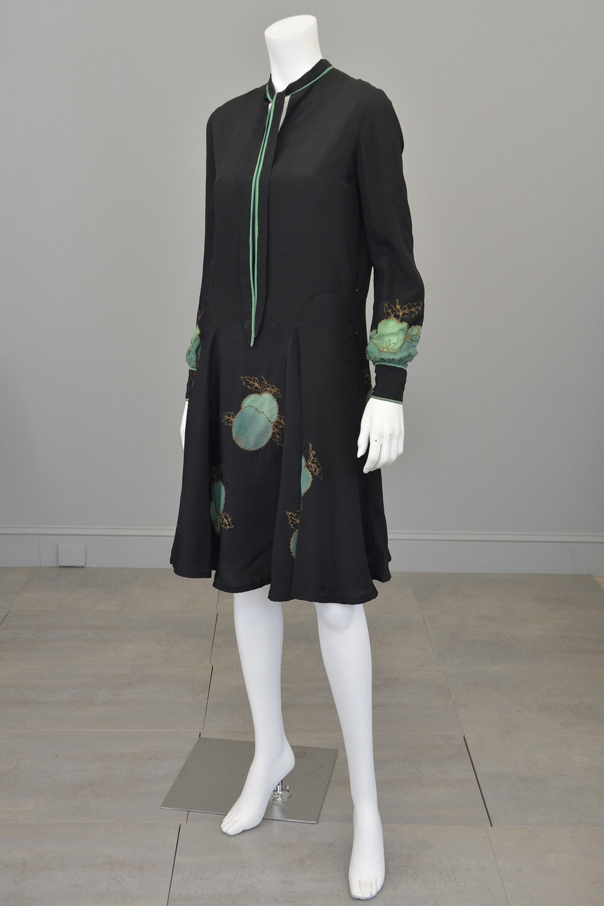 1920s Charcoal Crepe w Green Apple Appliqués Gold Thread Flapper Dress