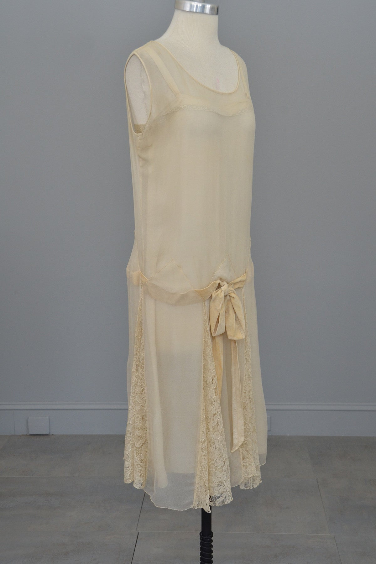 1920s Cream Chiffon Lace and Velvet Flapper Dress