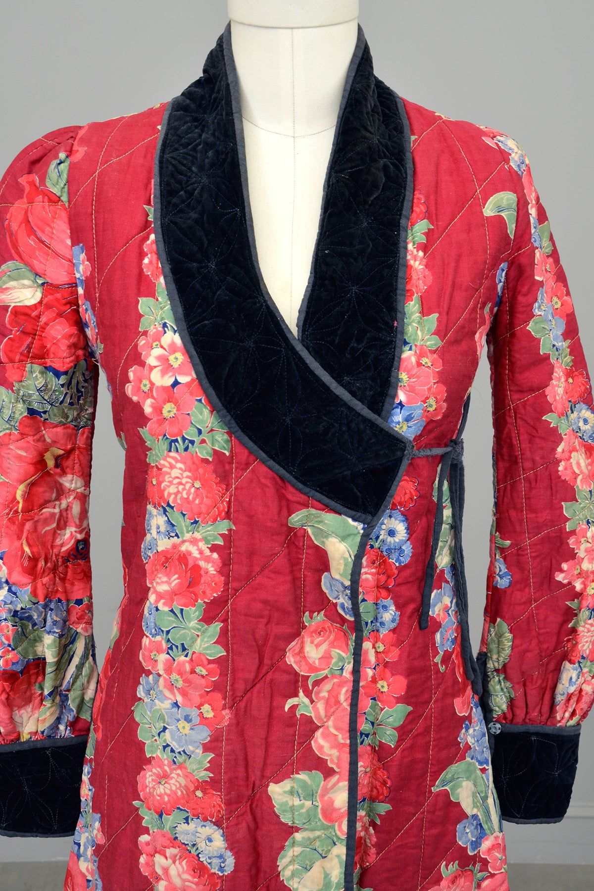 1930s Cranberry Rose Print Quilted House Coat Robe