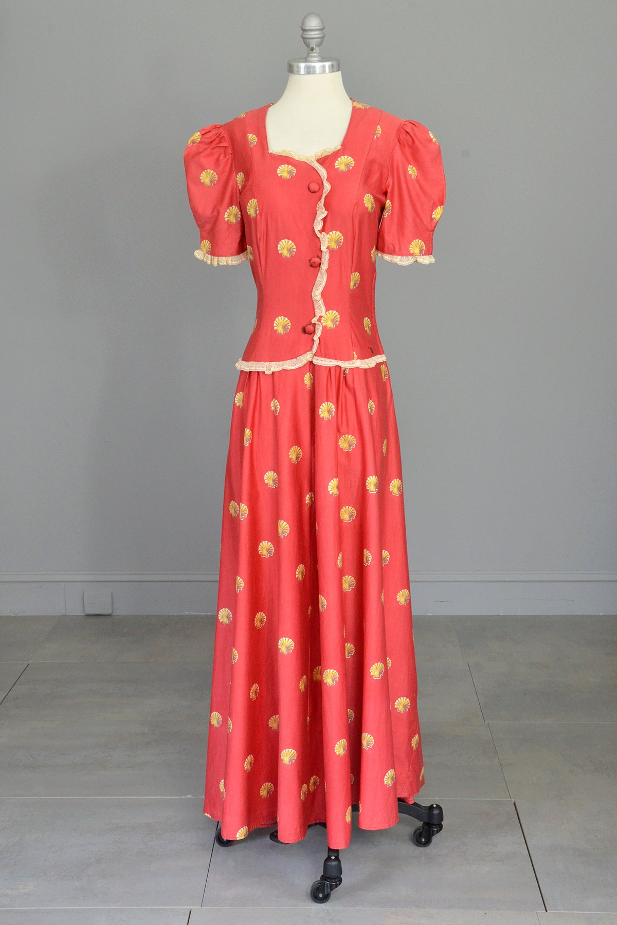 1930s Seashell Novelty Print Puff Sleeve Peasant Folk Dress Gown