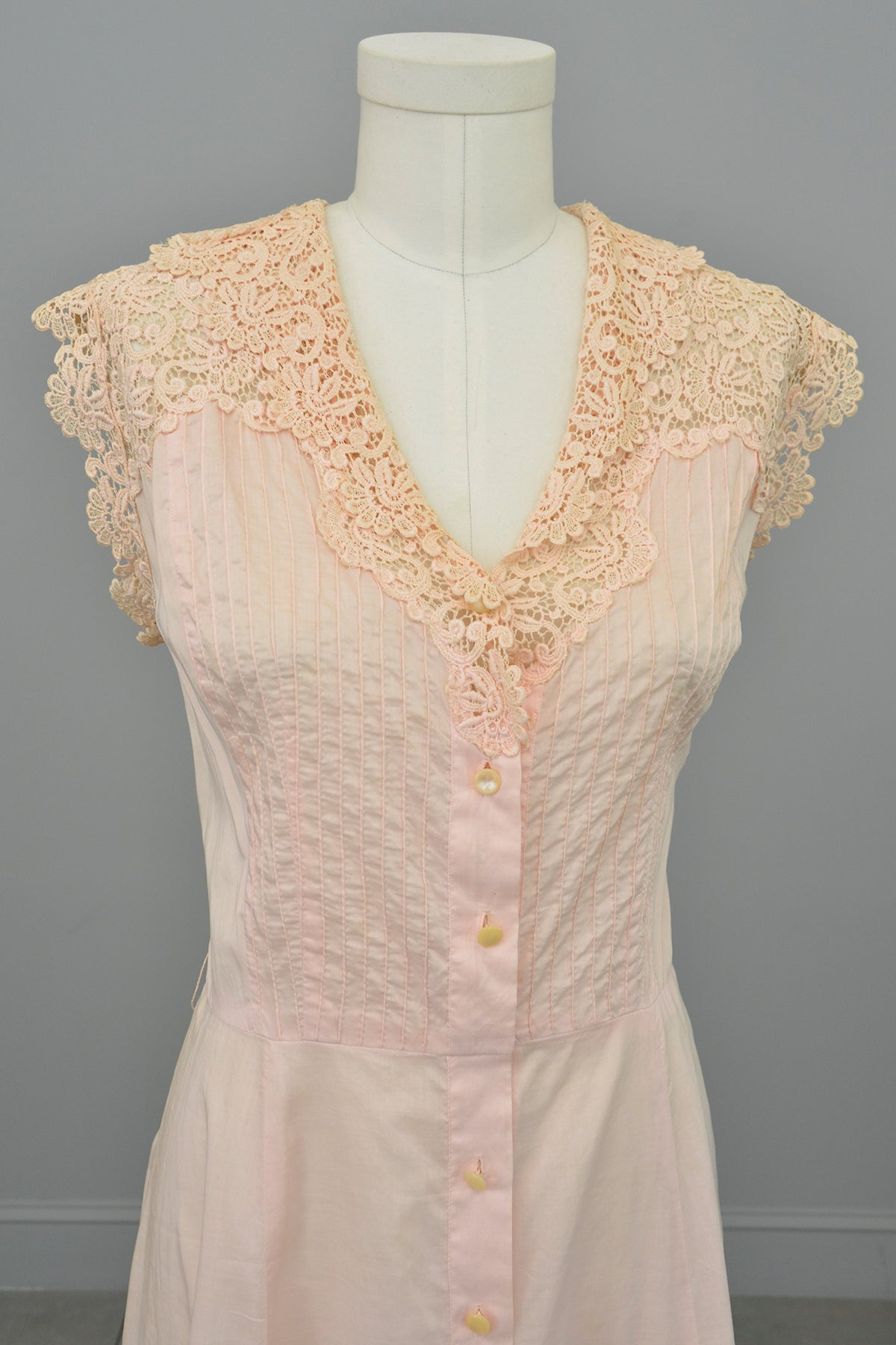 1940s 50s Light Pink Housedress with Crochet detail | 40s Dress | Size L