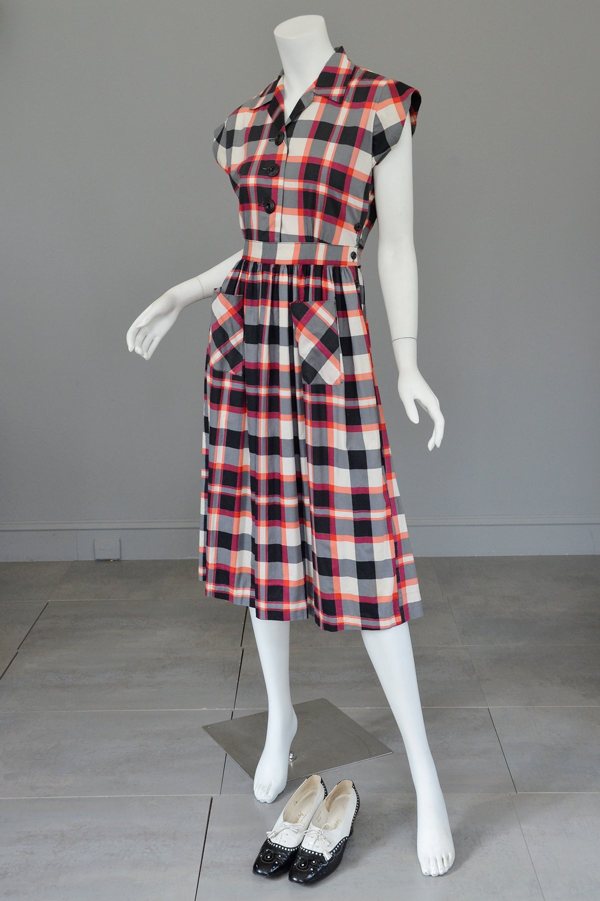 Late 1940s Early 50s Red White Black Plaid Dress Patch Pockets
