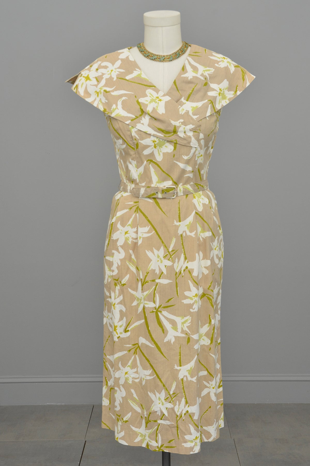 1940s 50s Taupe Novelty Lily Print Wiggle Dress