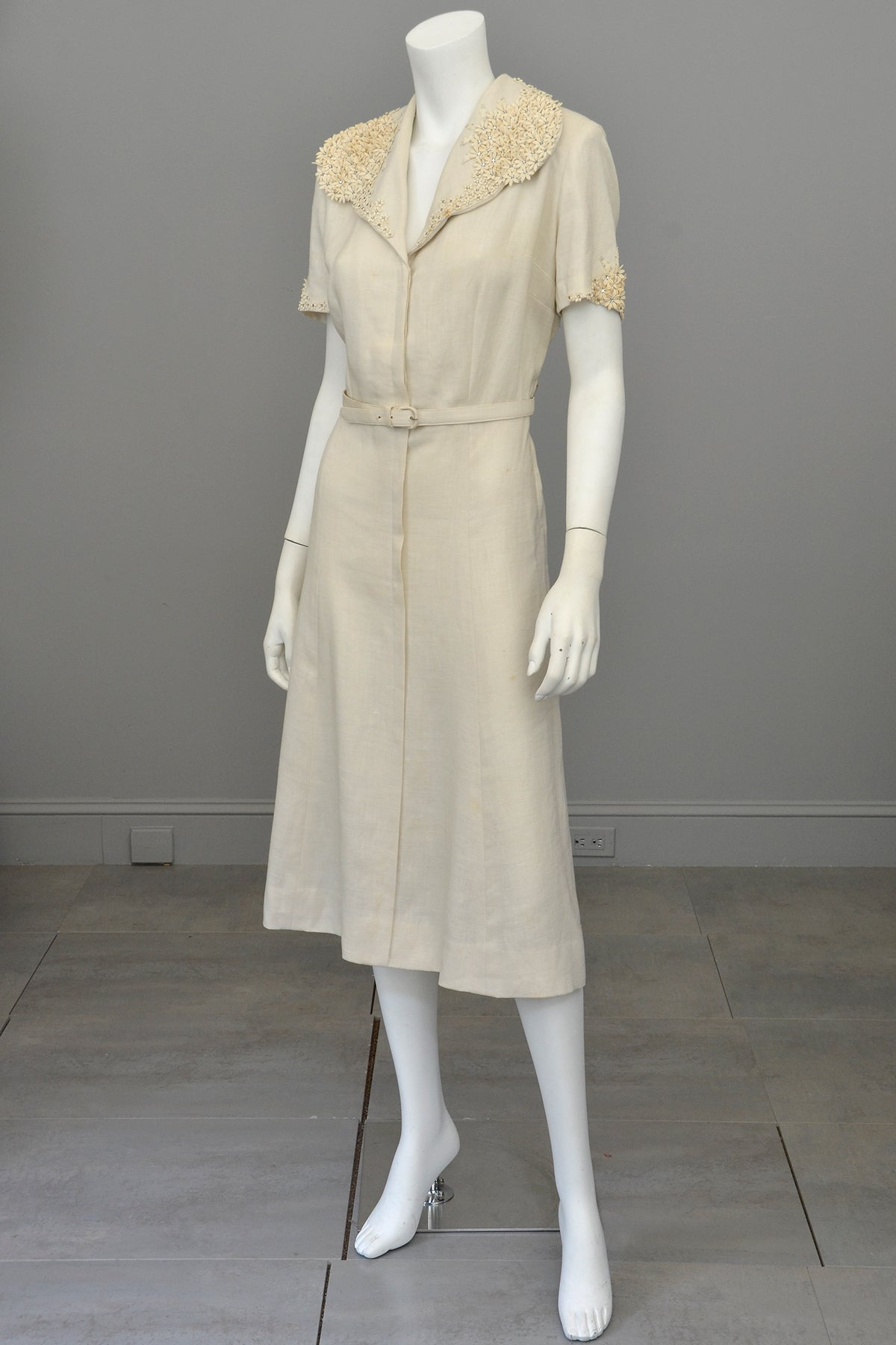 1940s Taupe Linen Dress with Florettes | Size L