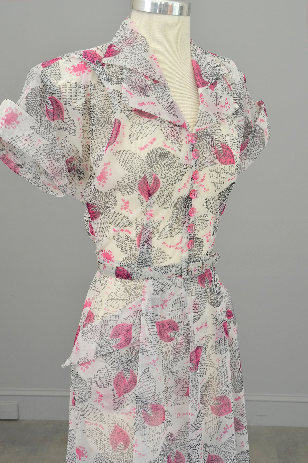 1940s Hot Pink Retro Novelty Print Dress w Pockets + Double Collar