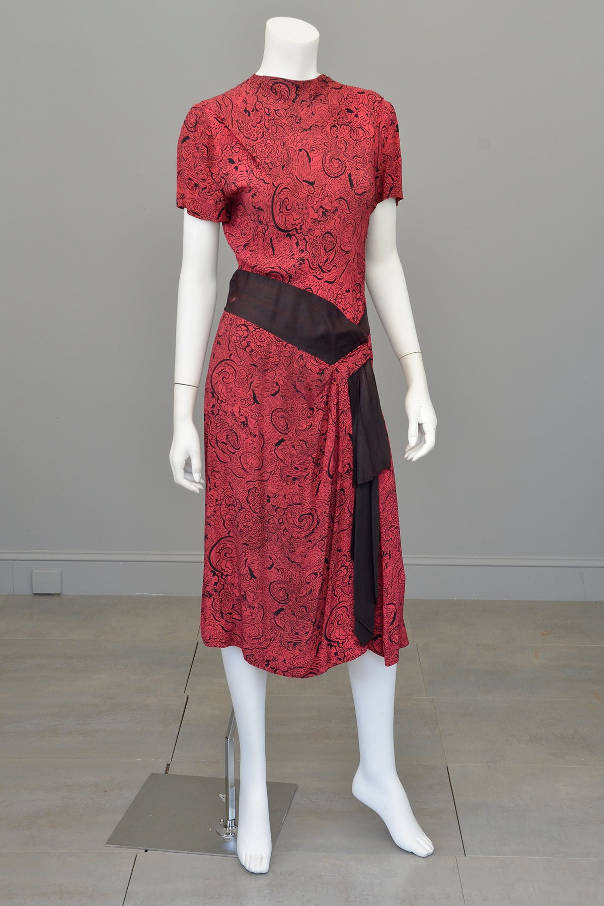 1940s Novelty Print Egyptian Revival Dress Red Black TLC