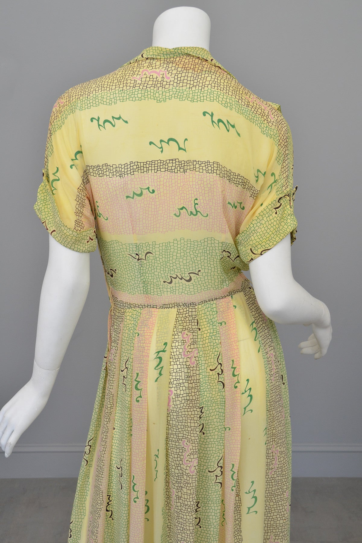 1940s Sketchy Novelty Print Spring Dress
