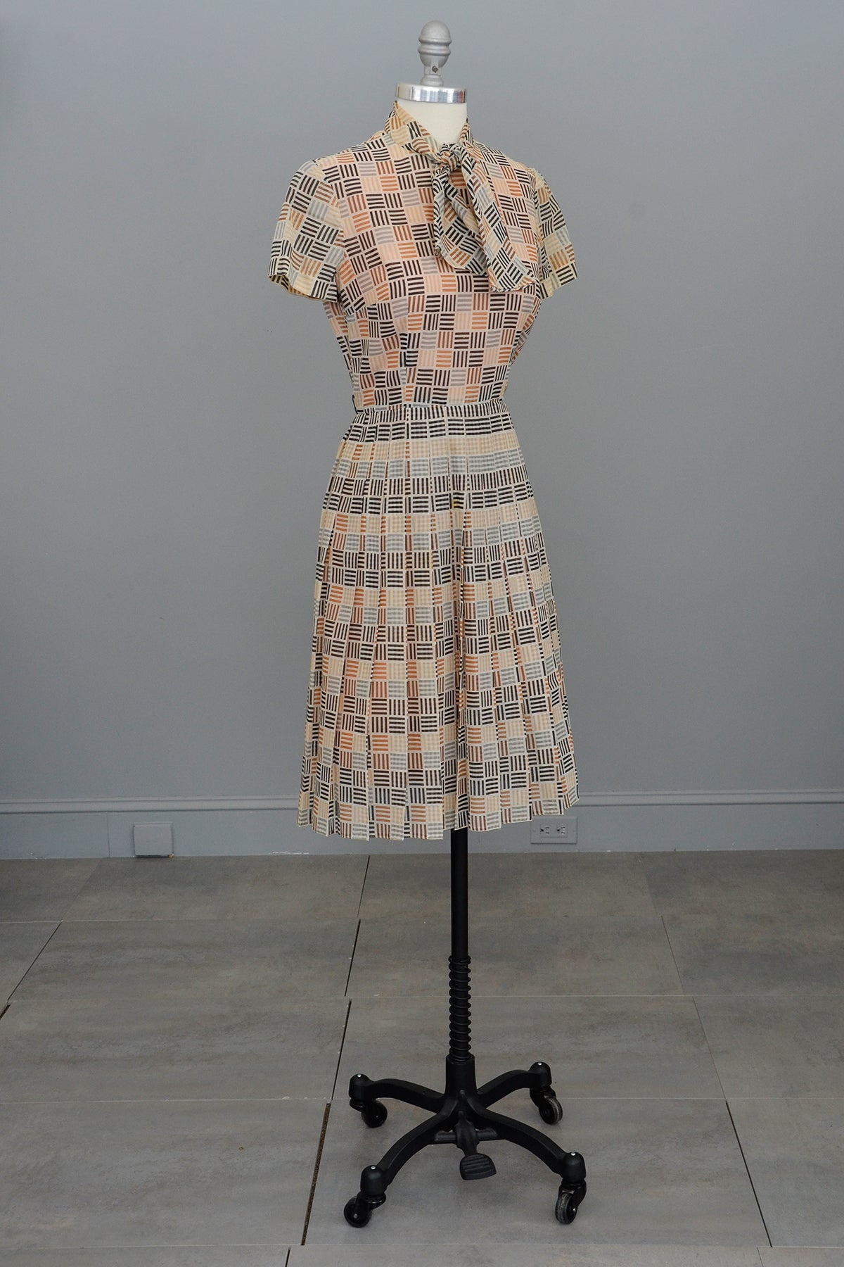 1970s does 1950s Geometric Retro Print Shirtwaist Dress