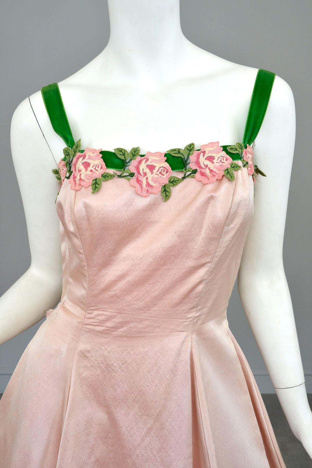 1950s Pale Pink Embroidered Flowers Trim Party Prom Dress