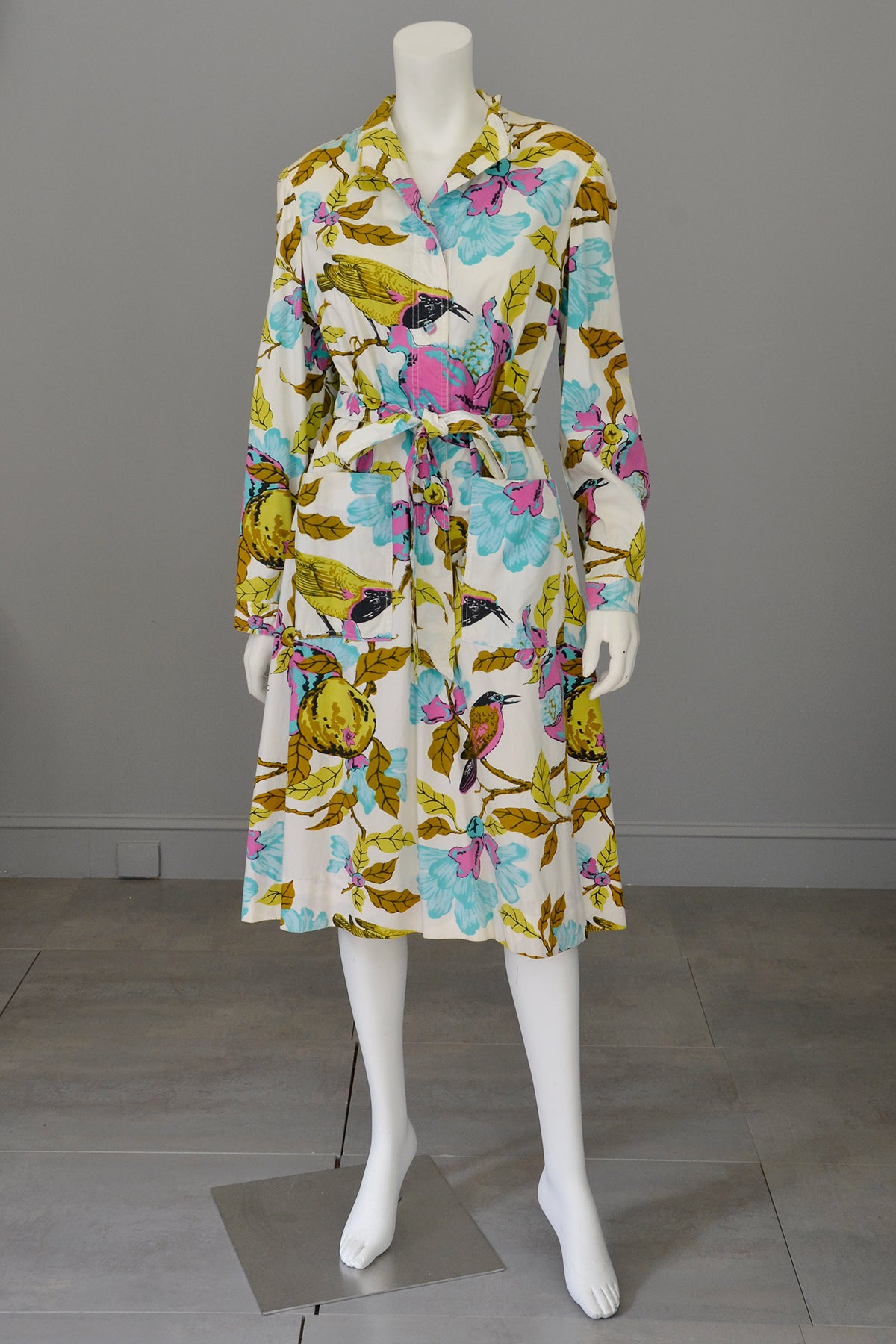 1970s White Cotton Bird Print Shirt Dress Novelty Print Dress, Large