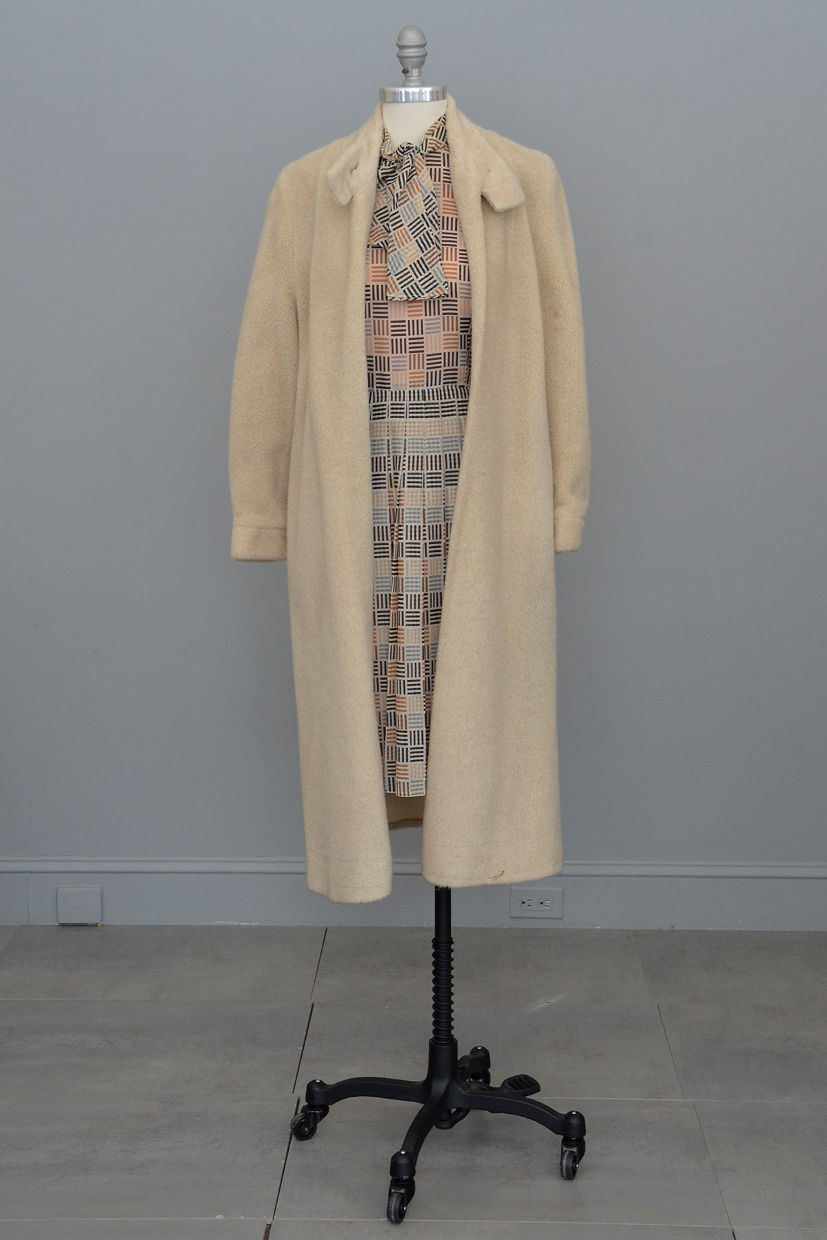 1950s Oatmeal Soft Faux Fur Long Coat w/ Rose Print Lining