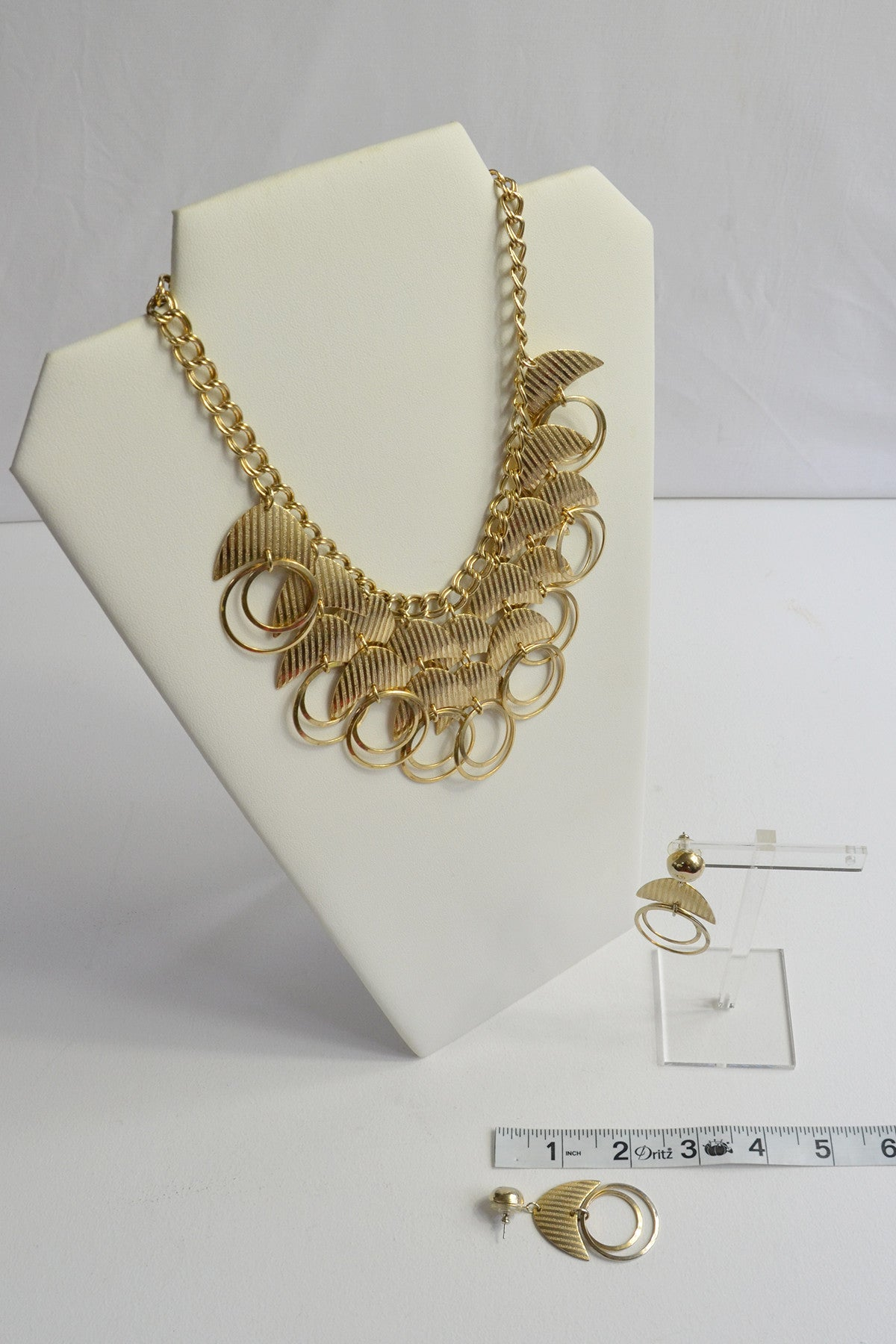 Vintage 1970s Gold Tone Crescent Moon and Open Rings Necklace and Earrings