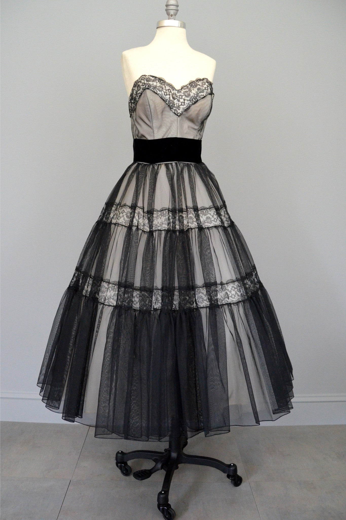 Black lace 1950s party dress