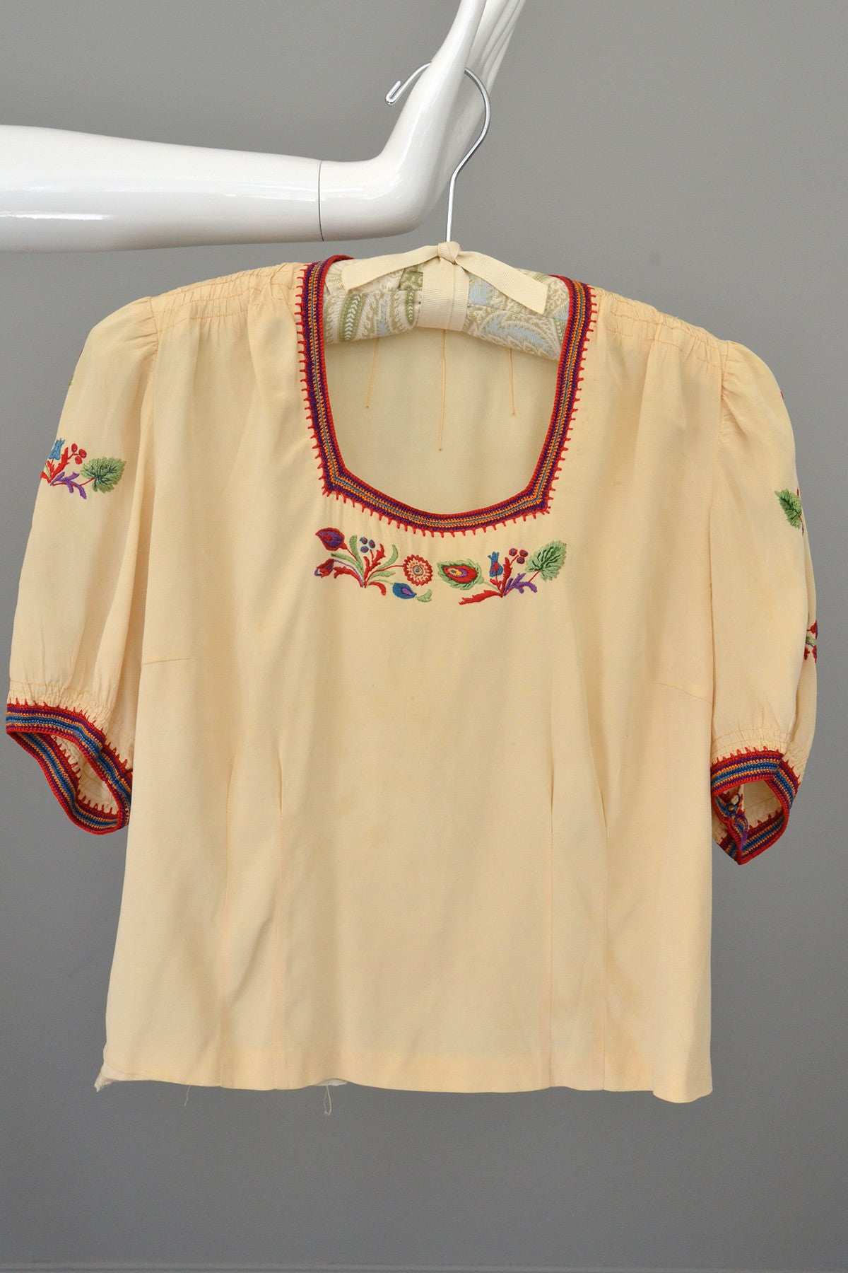 Cream Ecru Floral Embroidered Crochet Trim Vintage Peasant Top