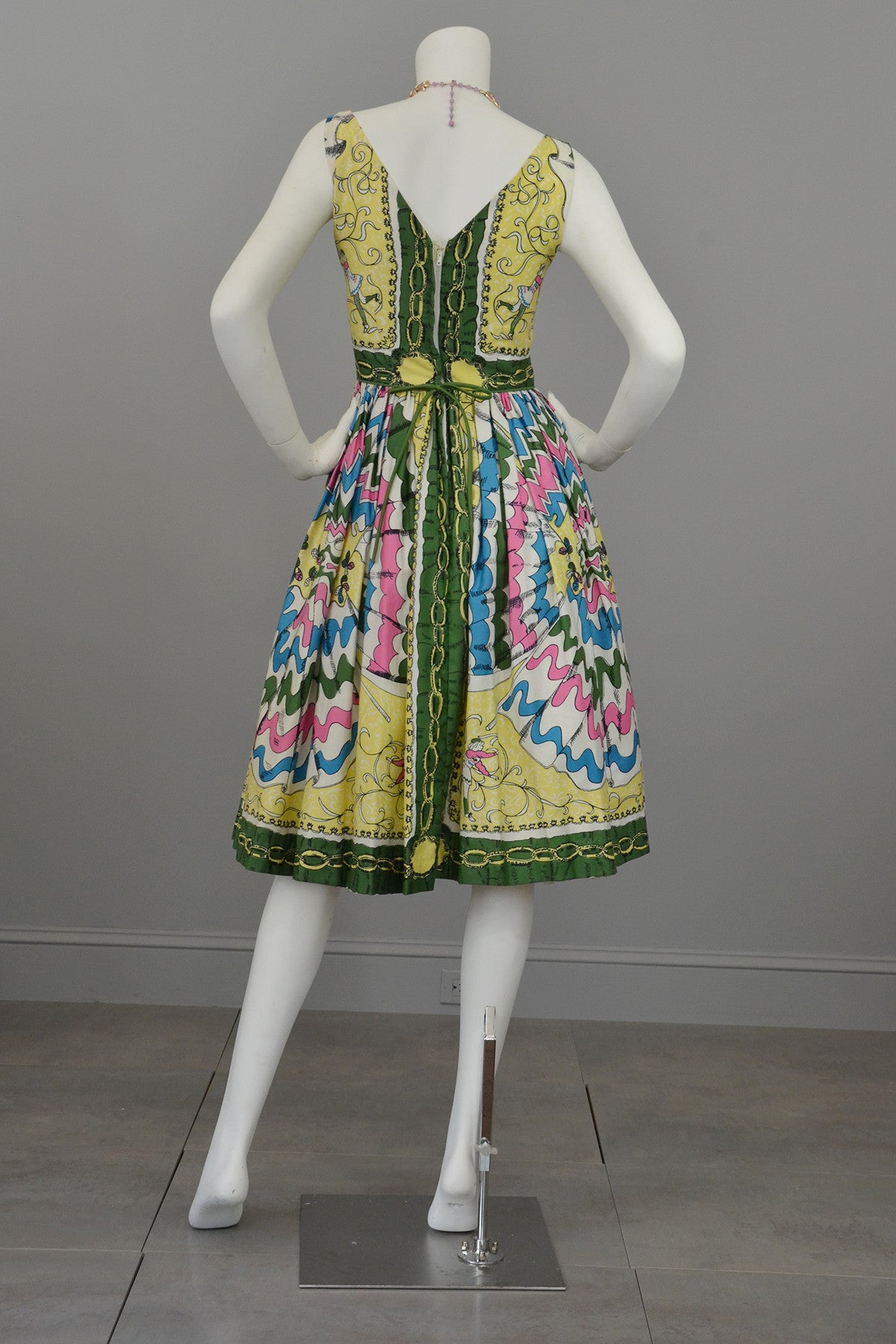 1950s Novelty Print Vintage Dress with Dancing Jesters