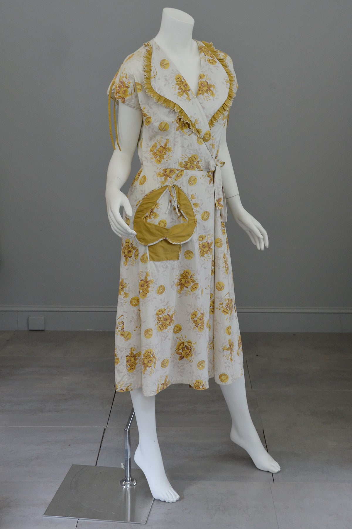 1930s 40s Novelty Print Cotton Wrap Dress, Housecoat, Robe