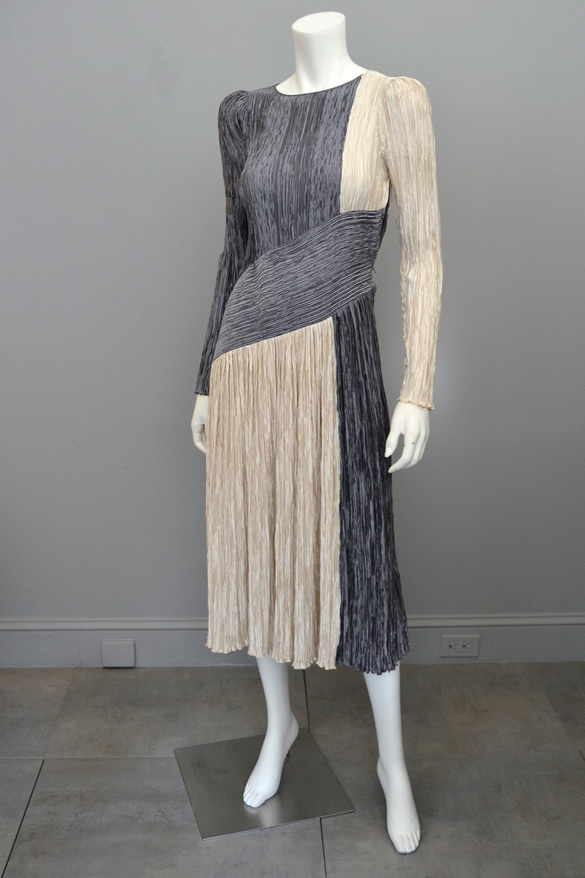 Mary McFadden Silver Pearl Mod Fortuny Pleats Dress