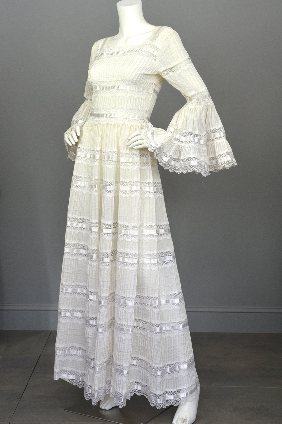 1970s Vintage Mexican Wedding Dress With Bell Sleeves And Lace: Mexican Wedding Dresses Ivory At Websimilar.org