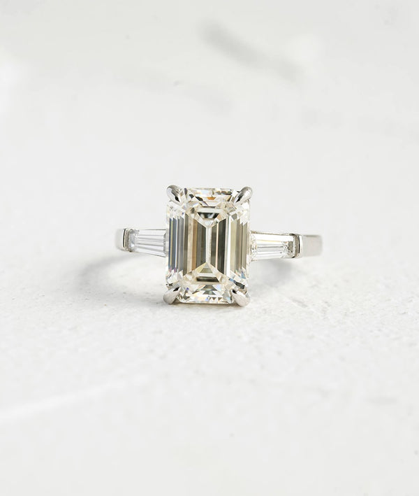 Cushioncut Gemstone| Classic White Square Shaped Ring